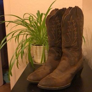 Ariat cowboy boots- size 9